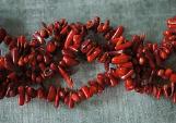 eine Korallenkette wirkt heilend als Schutzstein gegen Negatives